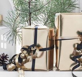 Playsam gift wrapping - Golden Gifts